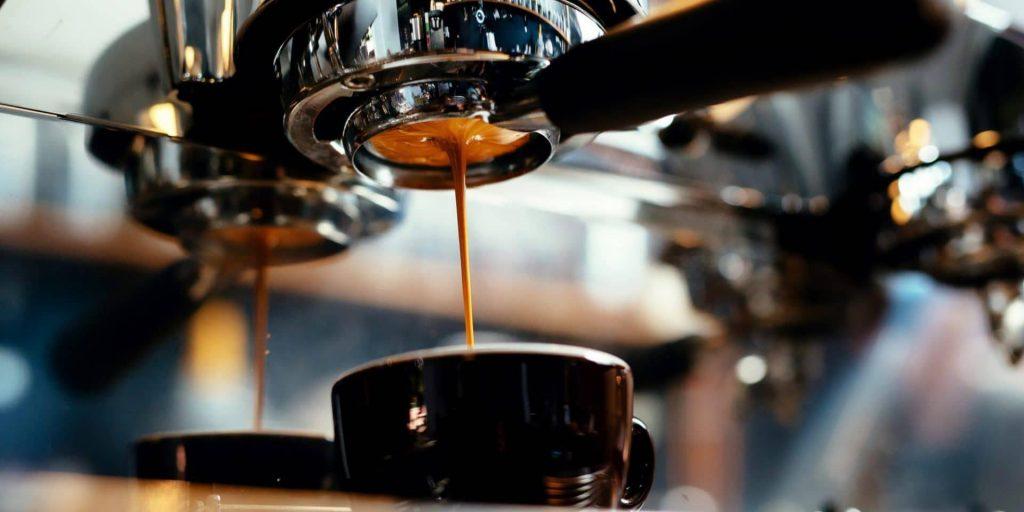 Machine à café à grains : une bonne tasse de café riche en goût et en saveur