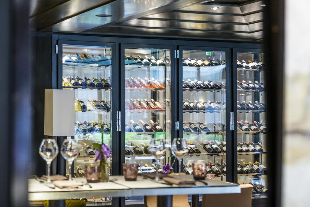 Cave à vin : et si vous installiez une dans la cuisine?